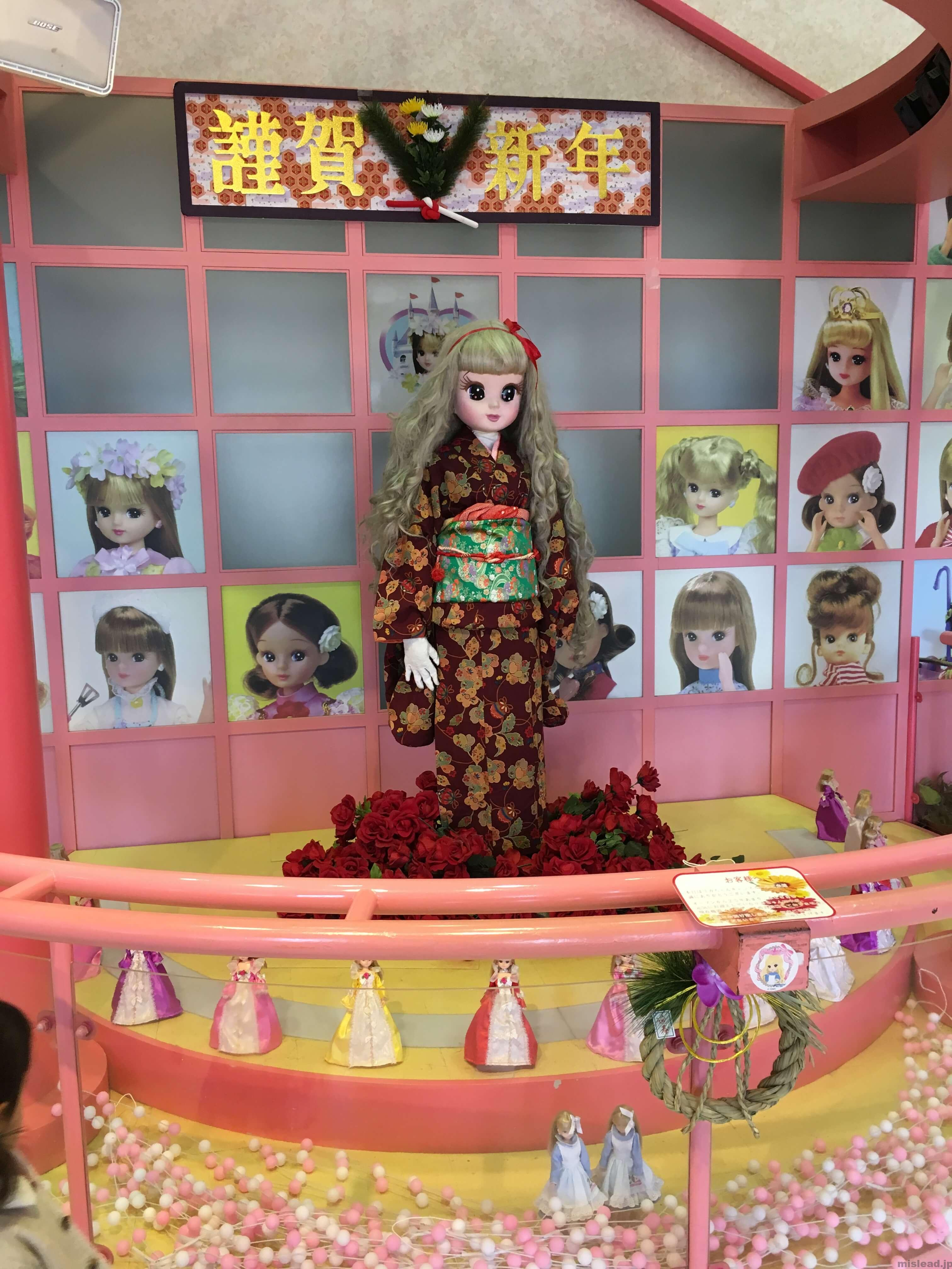 リカちゃんキャッスル 入口の人形
