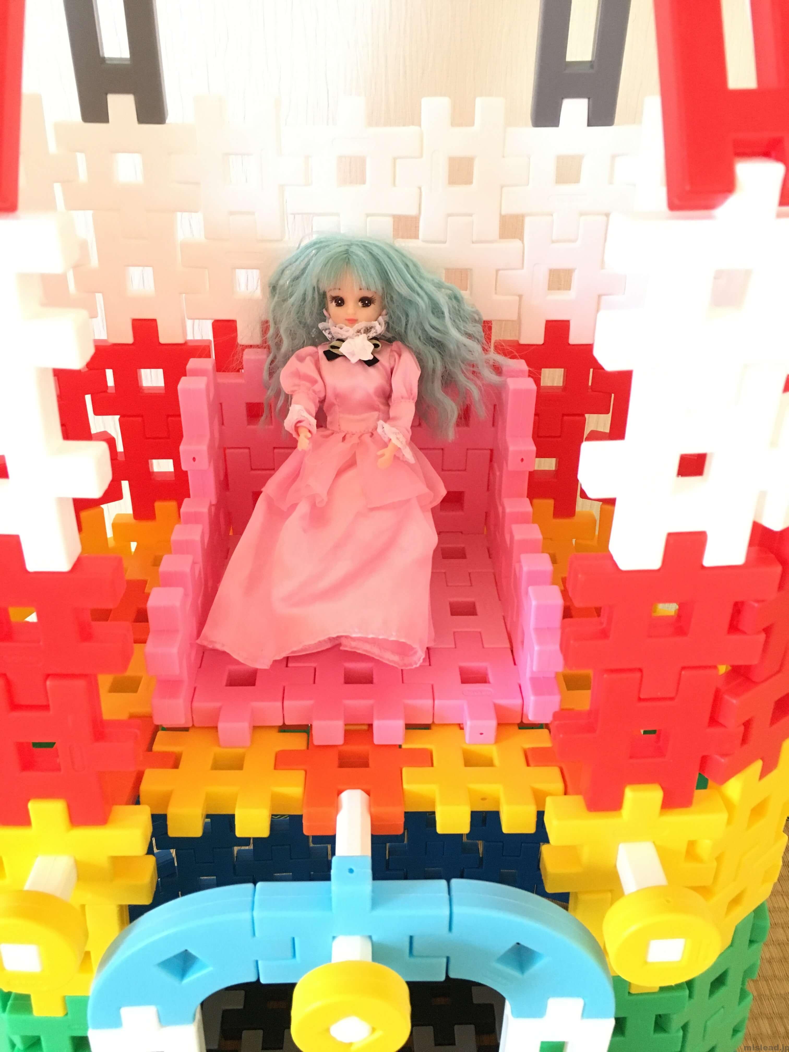 お城の二階にリカちゃん人形 ニューブロック