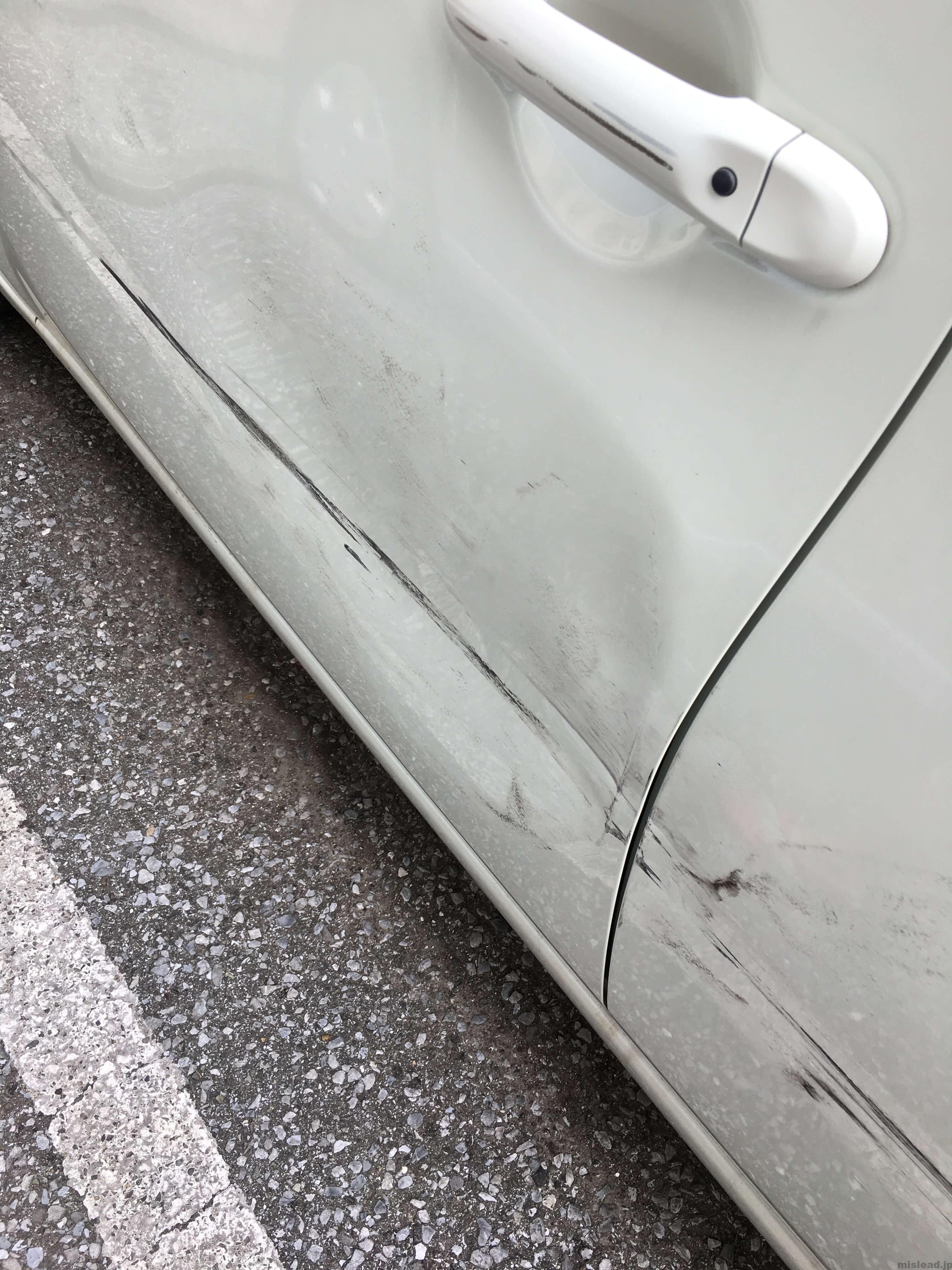 キューブの事故 左ドアの傷ヘコミアップ
