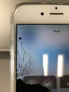 iPhone画面割れ1