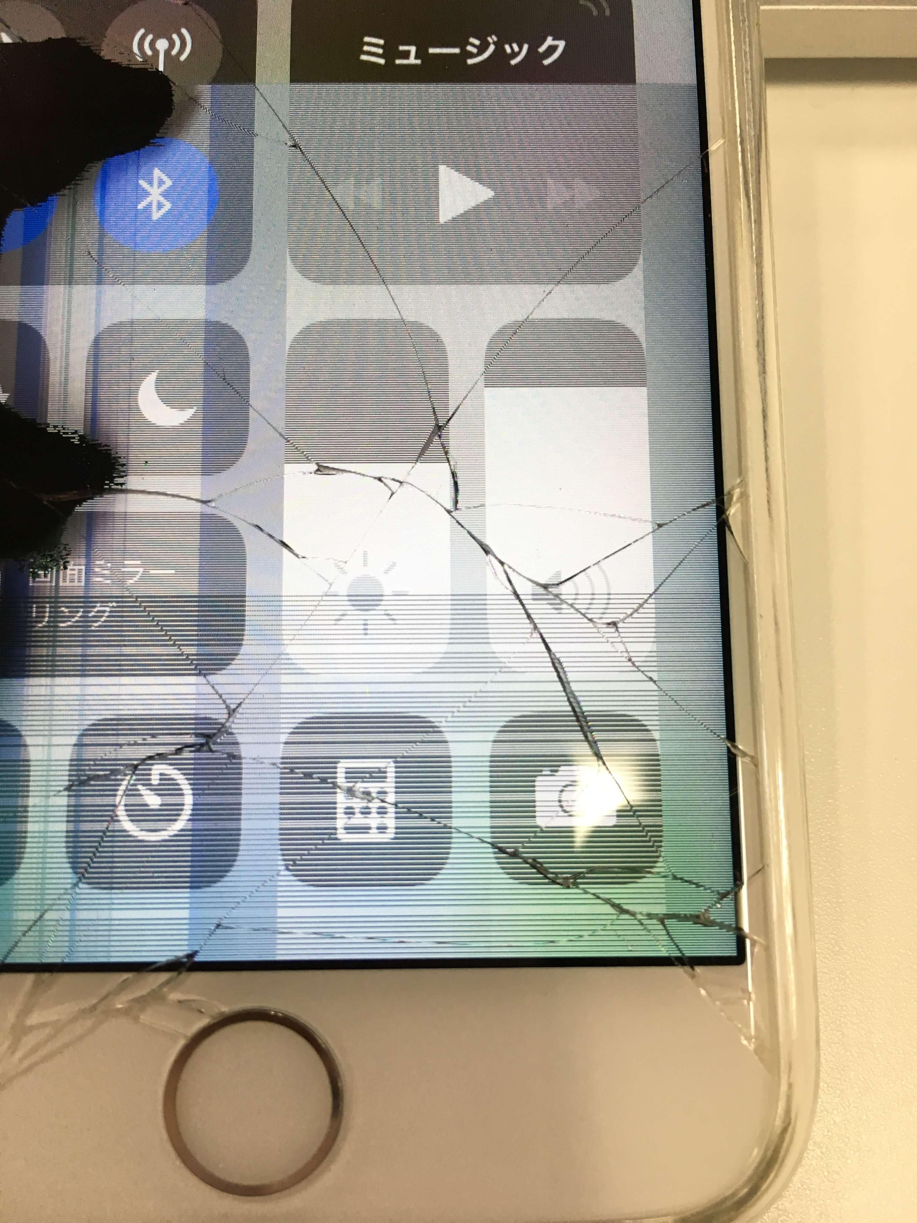 iPhone画面割れ2