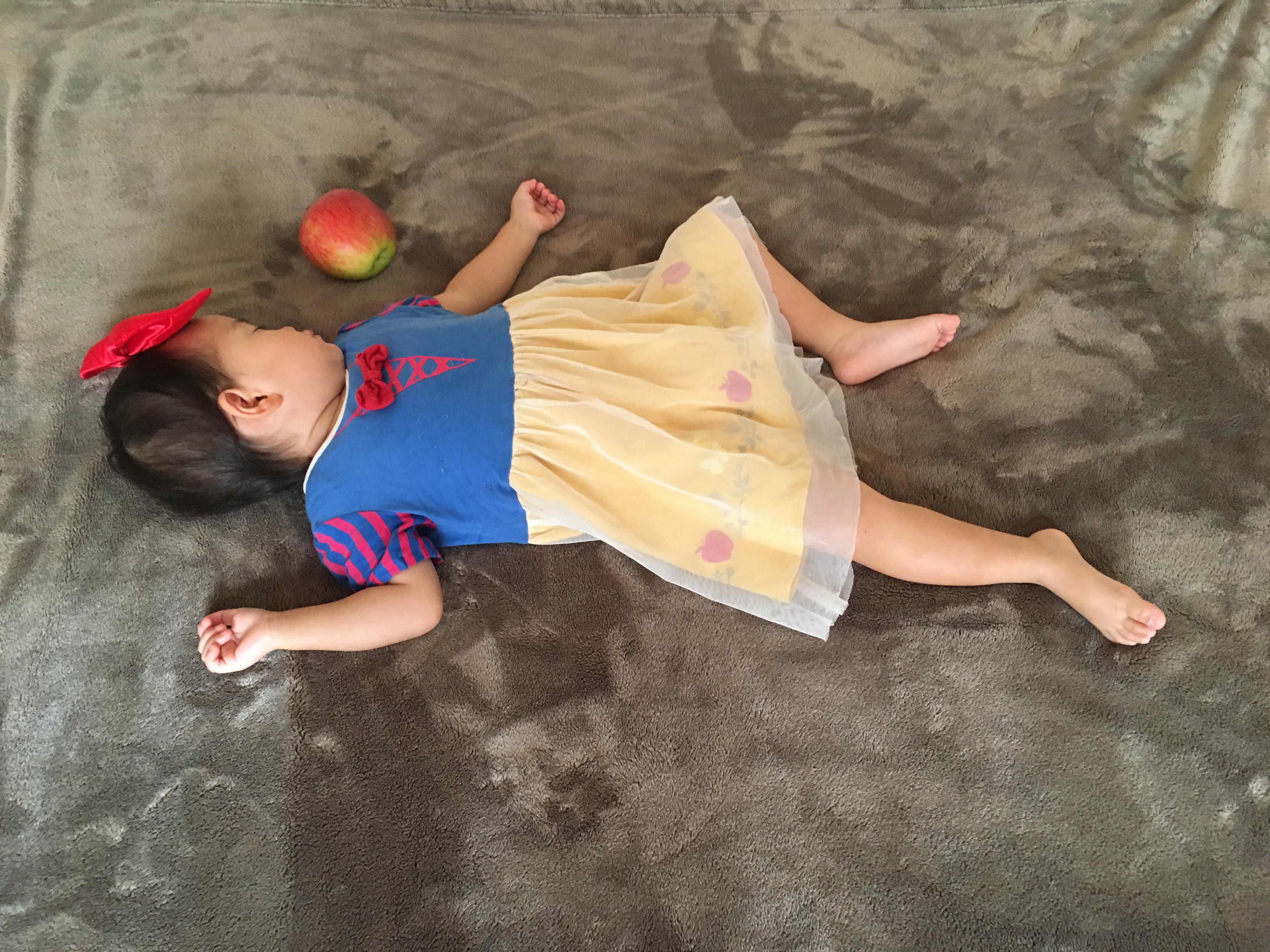 白雪姫 寝相アート3
